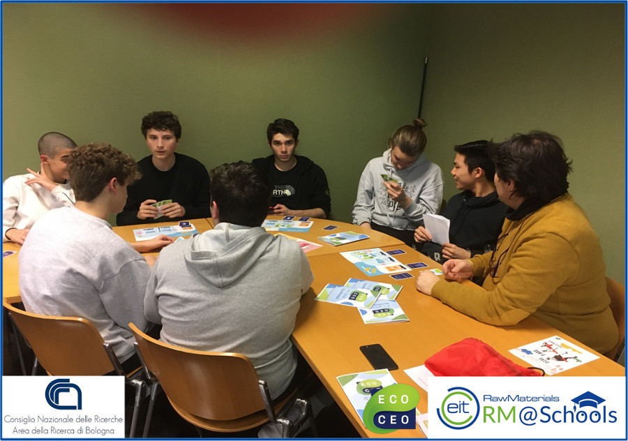 Students play with ECOCeo at CNR-Bologna